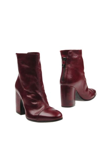 ALBERTO FERMANI Ankle Boot in Deep Purple