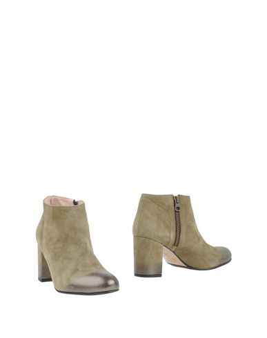 LENORA Ankle Boot in Military Green