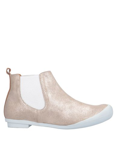 TRACEY NEULS Ankle Boot in Platinum
