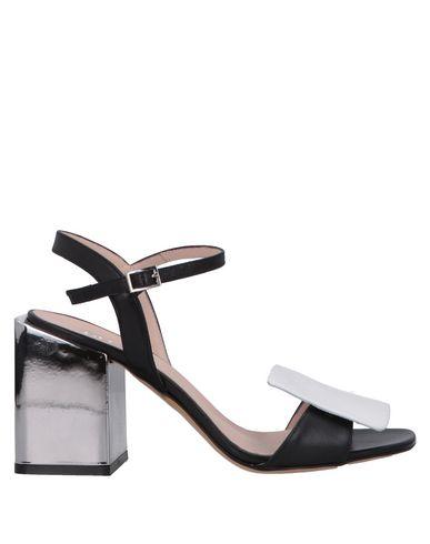 ESTELLE Sandals in Black