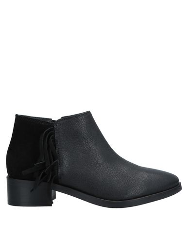 KURT GEIGER Ankle Boot in Black