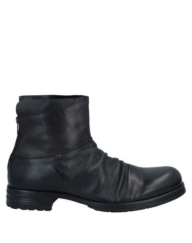 SHOTO Ankle Boots in Black