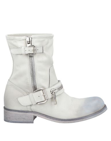 ELENA IACHI Ankle Boots in Light Grey