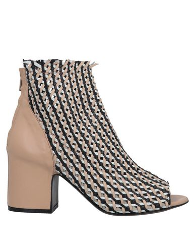 FIORIFRANCESI Ankle Boot in Pale Pink