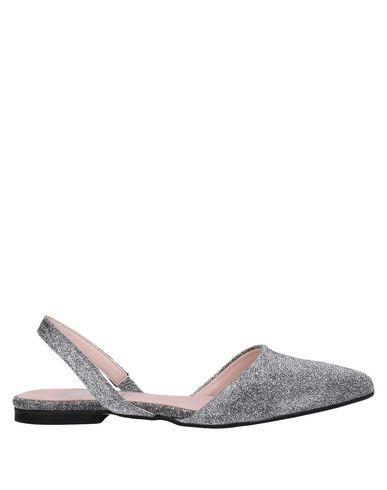 ESTELLE Ballet Flats in Silver
