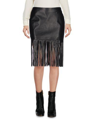 THEPERFEXT Mini Skirt in Black