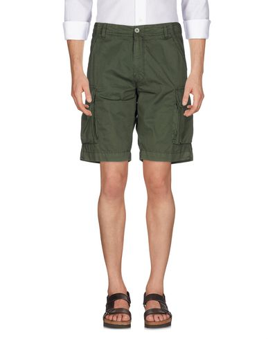 PERFECTION Shorts & Bermuda in Military Green